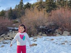 Thanh Thảo lên tiếng giải thích khi bị nhắc nhở vì mặc đồ mỏng manh cho con gái giữa trời tuyết