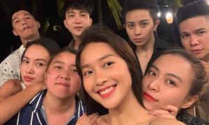 Hoàng Thùy Linh và Gil Lê đi chơi cùng nhóm bạn nổi tiếng