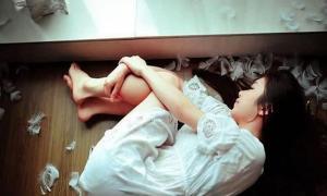 Nếu chồng vô tâm đừng khóc lóc hay khuyên nhủ nữa, hãy sống cho mình và con nhiều hơn