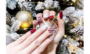 Học sao Việt làm nail màu sắc rực rỡ đón Giáng Sinh