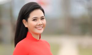 Ca sĩ Lương Nguyệt Anh đưa con trai nuôi đóng MV mừng 8/3