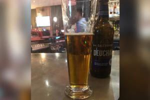 Phóng viên tá hỏa vì cốc bia có giá hơn 67.689 USD