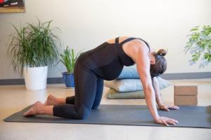 Những bài tập yoga cho bà bầu tháng cuối để giảm mệt mỏi, giúp ích việc chuyển dạ