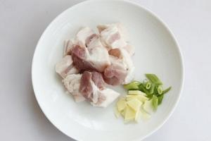 Cách làm món thịt ba chỉ rim tương hấp dẫn ngày mưa