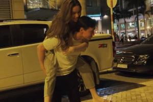 Hà Hồ và Kim Lý 'trốn con' đi hẹn hò, trao nhau những cử chỉ tình cảm như cặp đôi mới yêu