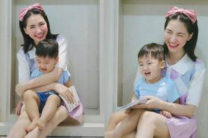 Hòa Minzy khoe loạt ảnh chụp cùng quý tử, 'lầy lội' không quên tự an ủi bản thân: 'Giống mẹ như hai giọt nước'